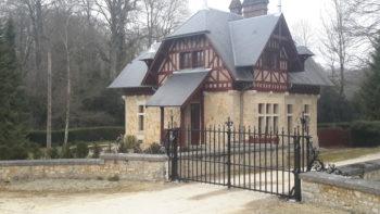 Le Chalet et la grille, Château de Maubranche